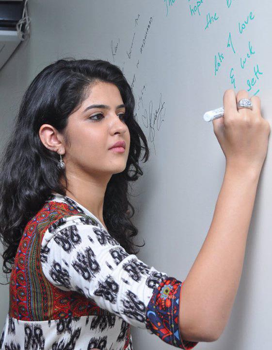 Pakistan Girls Mobile Number-3074