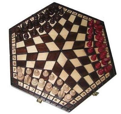 Foto de ajedrez para tres jugadores en un sexágono