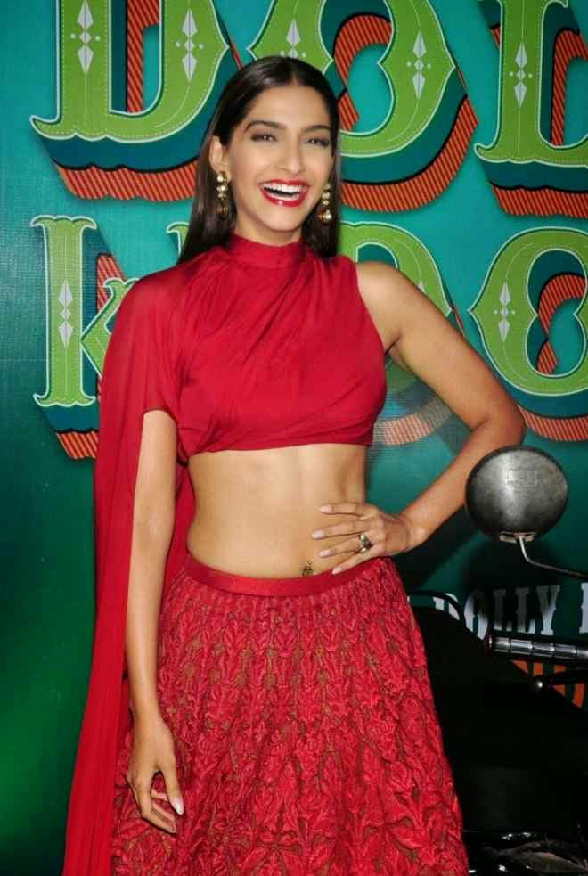 sonam kapoor latest navel photo