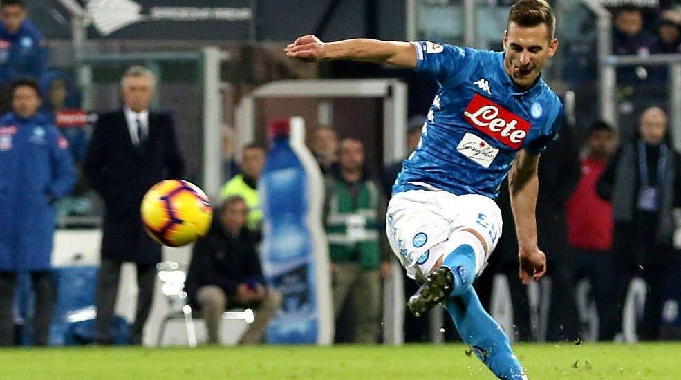 Cagliari-Napoli decisa da una magistrale punizione di Milik al 91', si torna a -8 dalla Juventus.