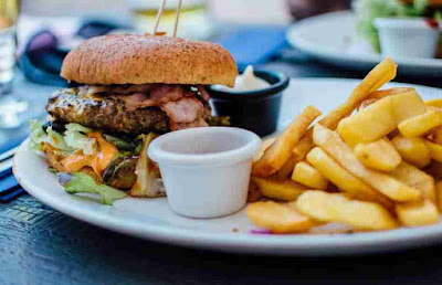 ماذا يحدث لجسمك بعد تناول الوجبات السريعة ؟