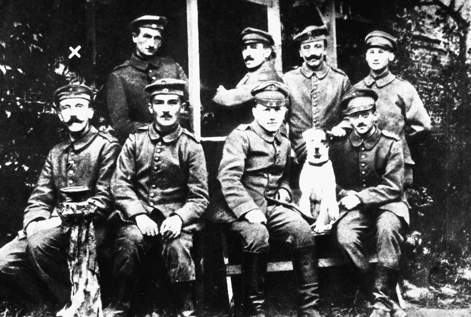 A young Hitler (farthest left at bottom row) posing with other German soldiers and their dog Fuchsl.