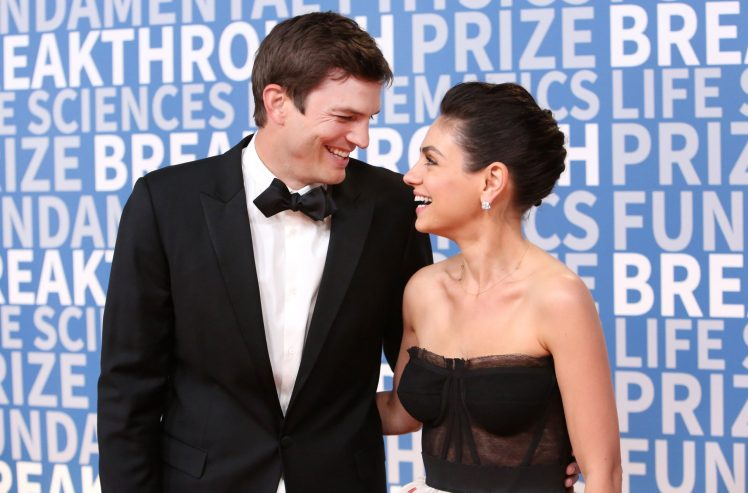 Mila+Kunis+and+Ashton+Kutcher+make+first+red+carpet+appearance+as+a+couple%211.jpg