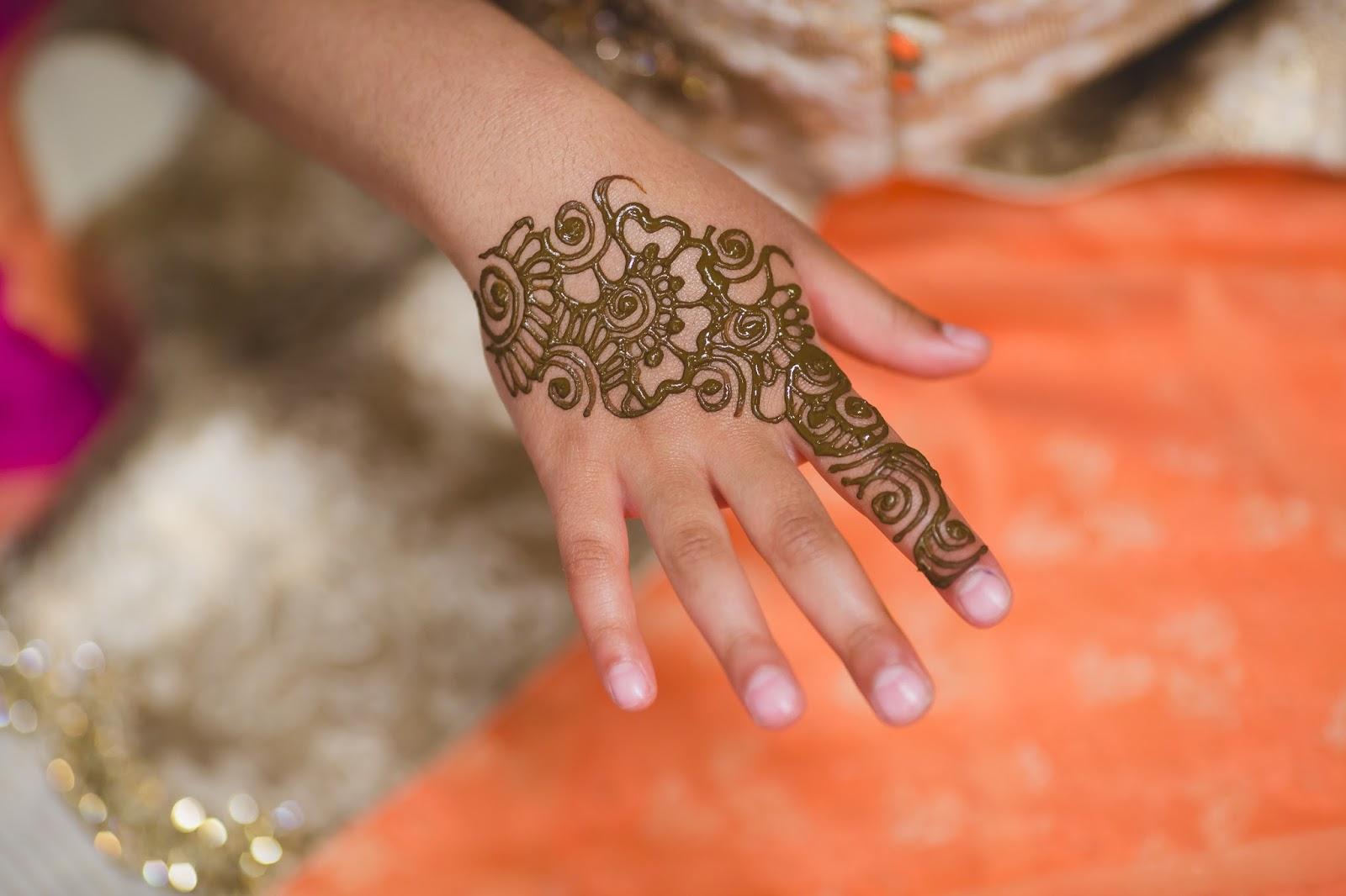 Mehndi Night Makeup : Get gawjus henna mehndi ceremony outfits makeup