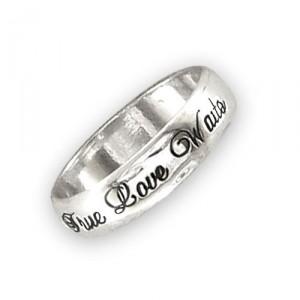 Gold Ring Info: Selena Gomez's Purity Ring