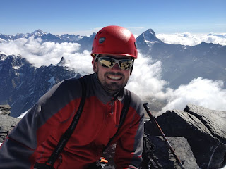 Am Gipfel; links von mir Hocken-, rechts Bietschhorn