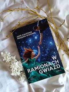 """Kosmiczny romans, czyli """"W ramionach gwiazd"""""""