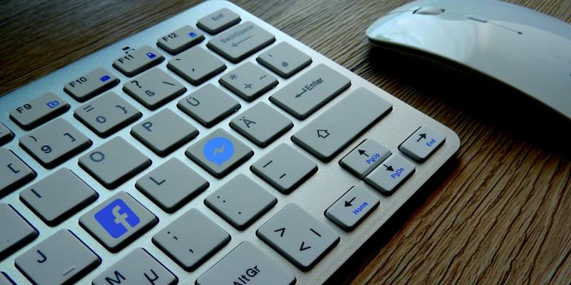 在網頁擺放 FB 即時通按鈕(免裝外掛),讓訪客線上即時聯絡