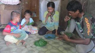 Ekomoni Makin Terpuruk keluarga ini makan Daun untuk bertahan hidup - Naon Wae News