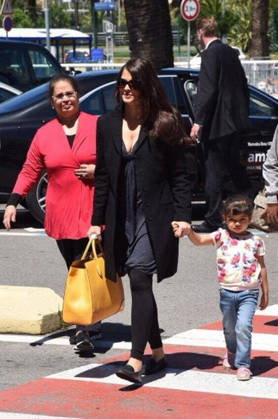 Aradhya bachchan going on shopping with Aishwarya