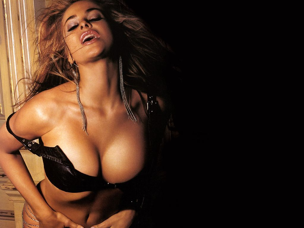 Cleavage Carmen Electra naked (42 photo), Topless, Cleavage, Boobs, swimsuit 2006