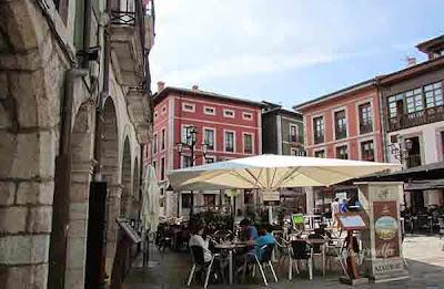 Plaza del centro de Llanes
