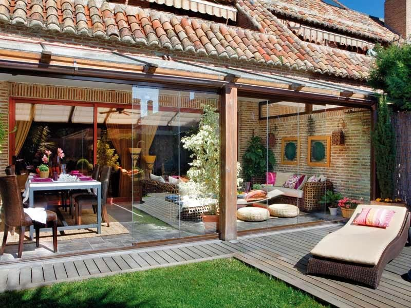 Egy t lies tett ny ri terasz dekor s mentha for Cubiertas acristaladas