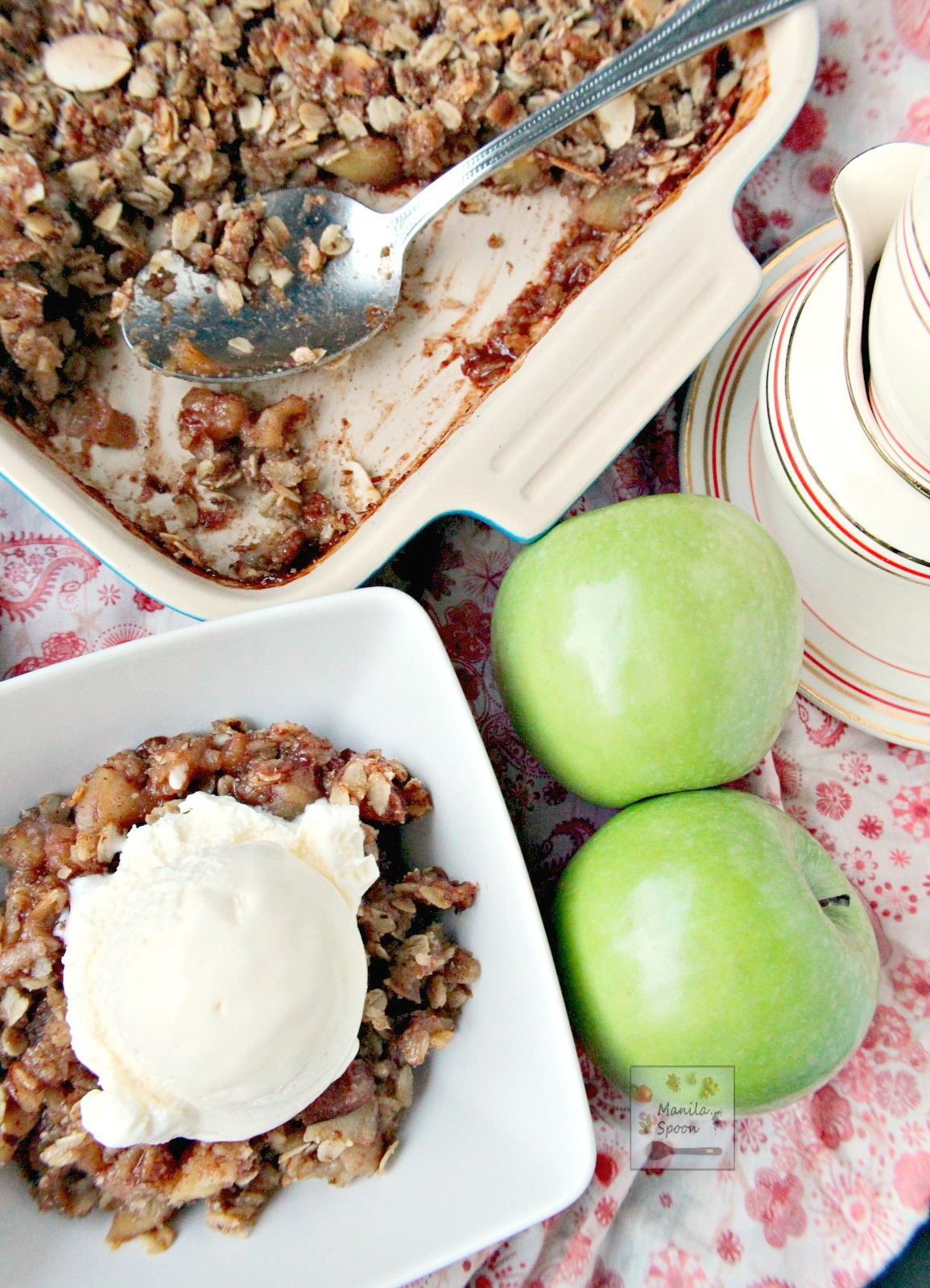 Sweet, fruity with a hint of lemony tang and perfectly spiced with cinnamon and nutmeg this Apple Crisp is simpy the best! Completely gluten-free, too.