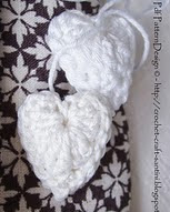 http://www.ravelry.com/patterns/library/chunky-crochet-hearts-free-tutorial