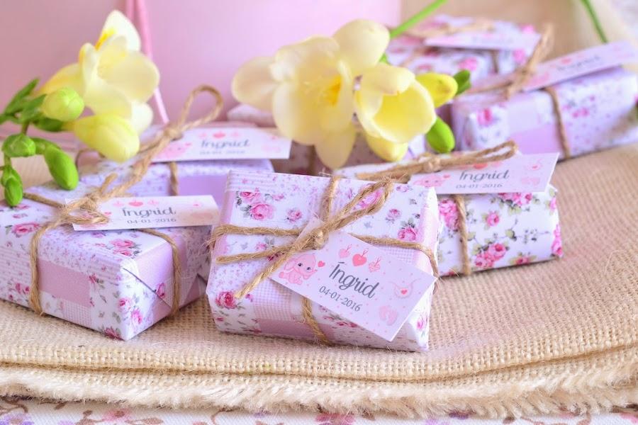 detalles para bautizos en color rosa jabones florales