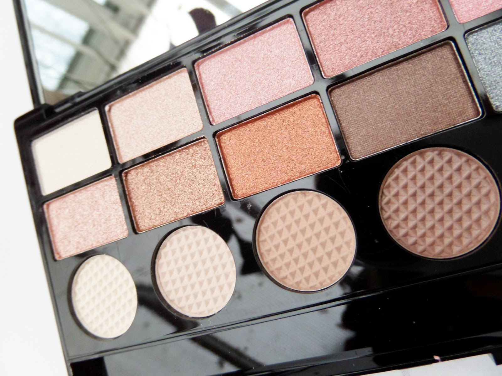 Makeup Revolution Girl Panic Eyeshadow Palette Review