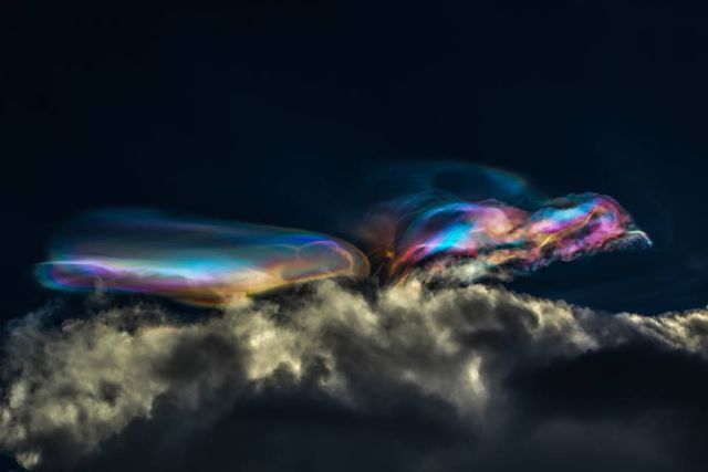 Just Amazing! Polar stratospheric clouds over Peru that looks like an alien spacecraft %2BPolar%2Bstratospheric%2Bclouds%2B%2B%25284%2529