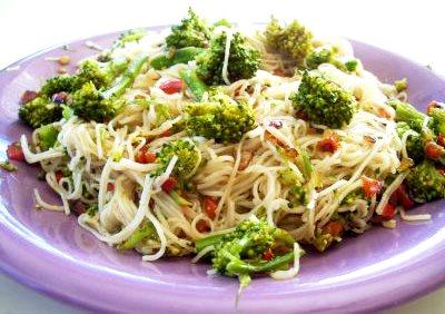 Foto de platillo rico con brócoli