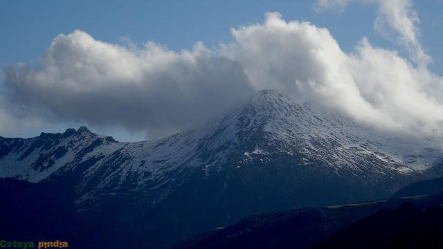 Zoom al Pico Murcia comenzando a despejar