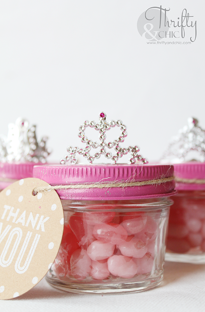 DIY princess birthday party decor and decorating ideas. Cute princess birthday party favors