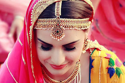 Cute lovely Indian Actress Himanshi Khurana hd wallpapers pictures. Most Famous Indian Bollywood Actress Himanshi Khurana hd wallpapers images.