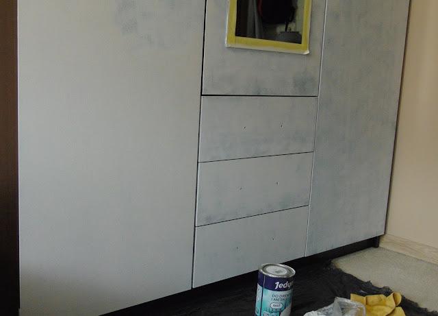 malowanie szafy emalią alkidową