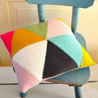 DIY crochet triangle pillow