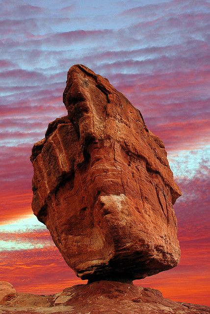 Balanced Rock, Garden of the Gods, Colorado Springs, Colorado, USA