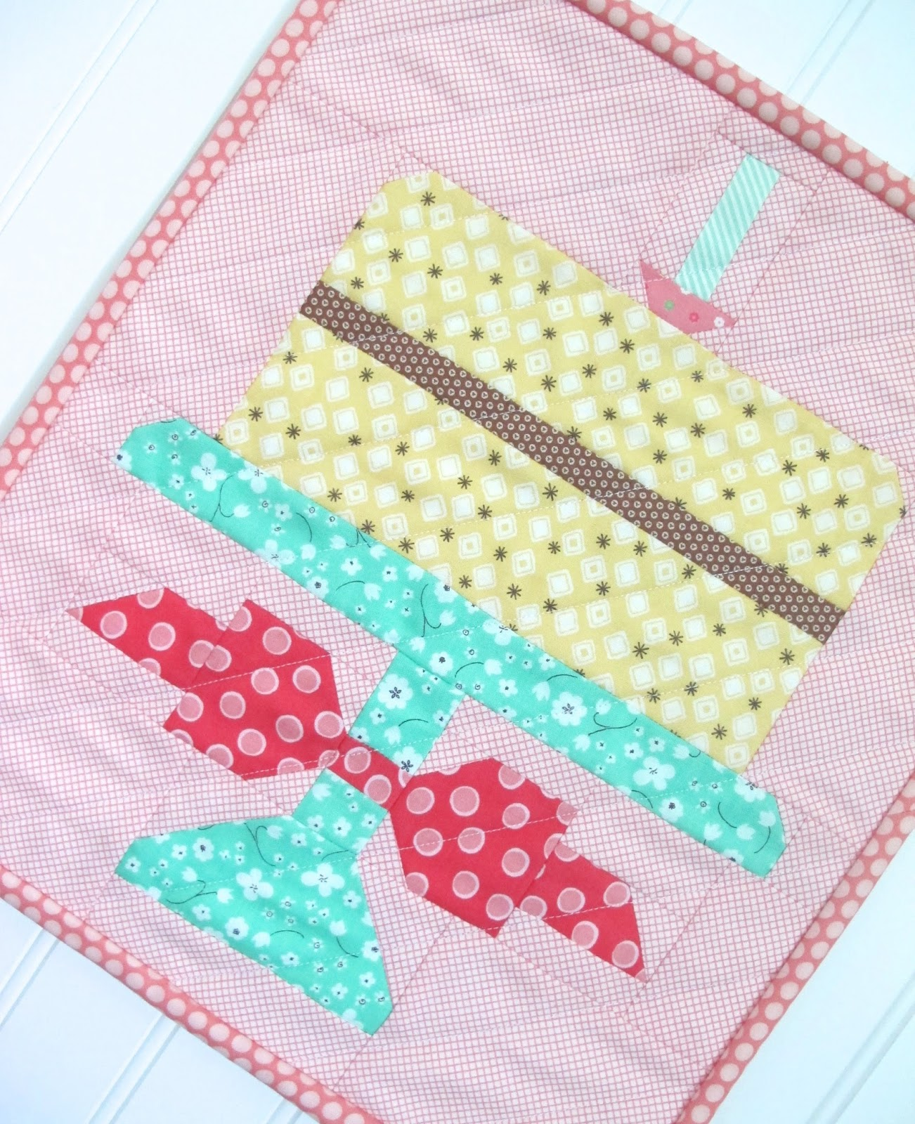 Bee In My Bonnet Quilty Fun Is Having A Birthday Party And Youre InvitedFree Cake Pattern From Me To You