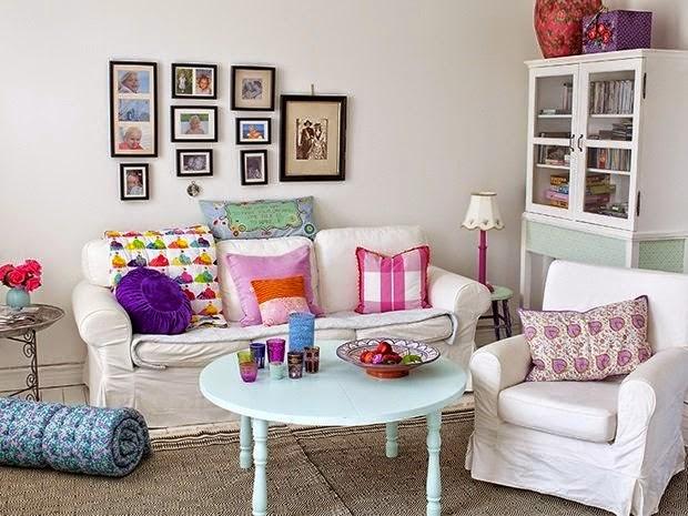 sala muy colorida