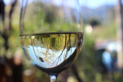 Manfaat Minum Air Putih Bagi Kecantikan