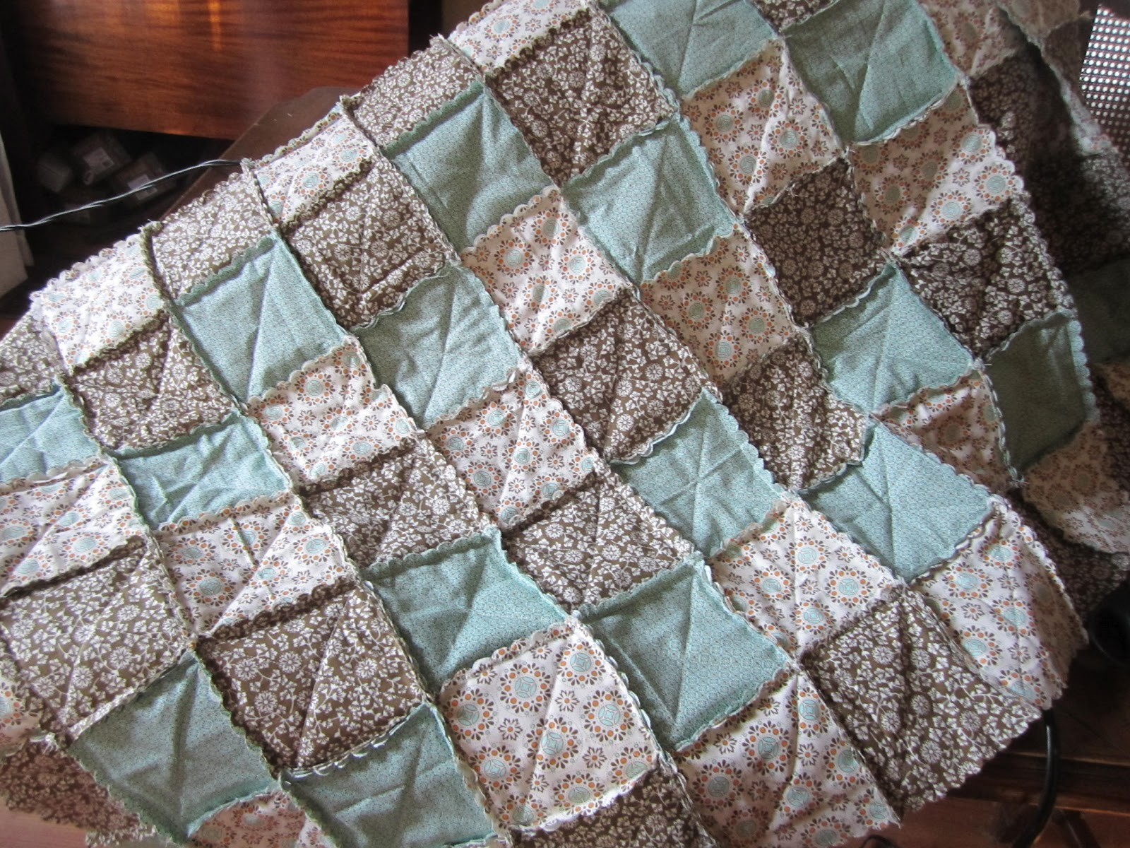 Goin Over The Edge My First Scallop Square Aka Rag Quilt
