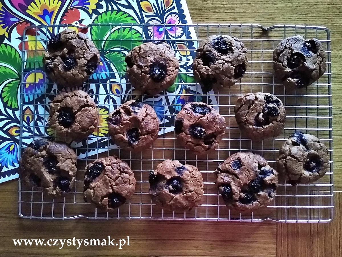 Kakaowo-orzechowe ciasteczka z borówkami