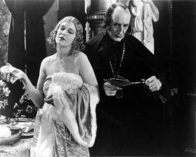 Olga Blacanova y Brandon Hurts en una secuencia de El hombre que ríe