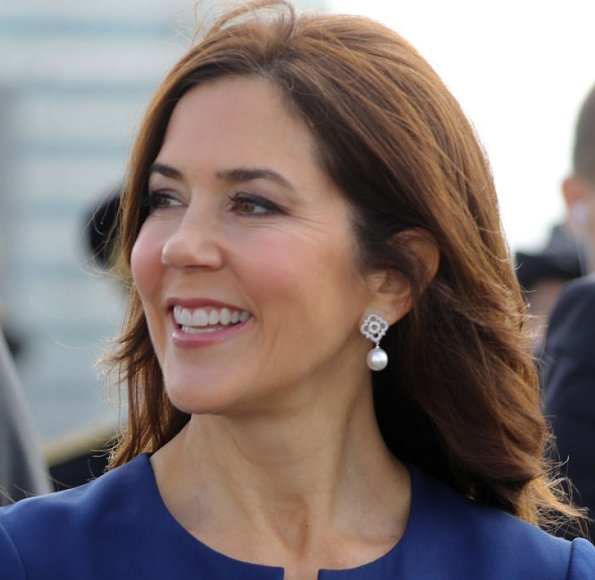 Crown Princess Mary Dulong Fine Jewelry Anello pearl bracelet and earrings