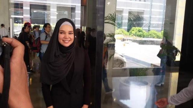 Ditanya Soal Poligami, Begini Jawaban Dewi Sandra
