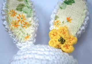 Orejas de ganchillo con aplique de tela