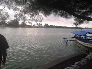 http://all-thetown.blogspot.co.id/2016/11/wisata-pantai-glagah-kulon-progo.html
