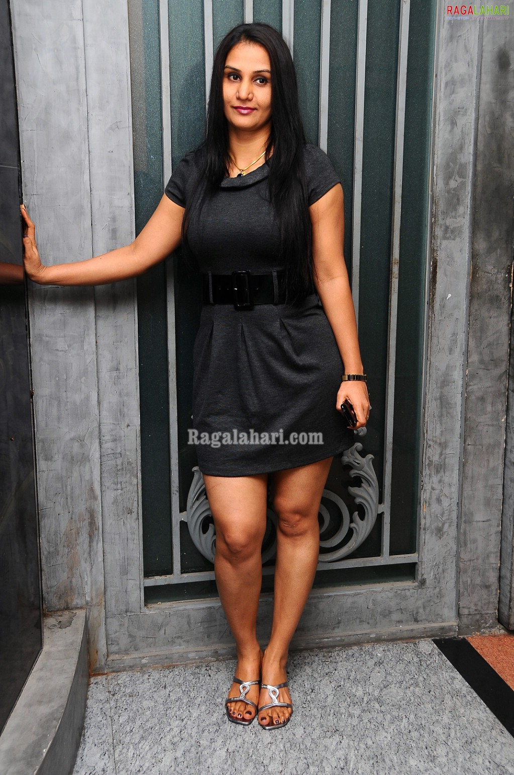 Welcome To Tollyfanz Apoorva In Black Skut