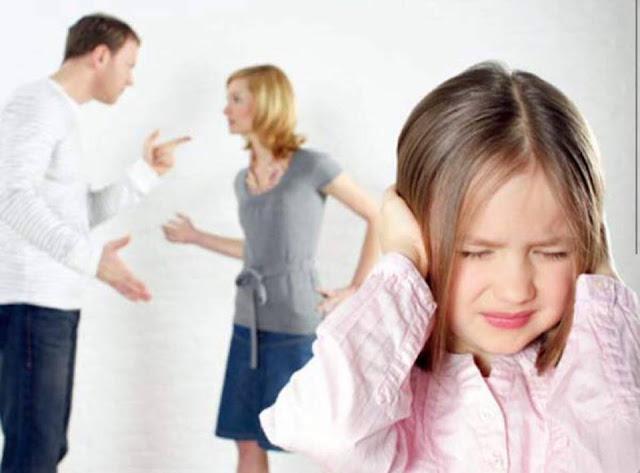 شجار الوالدين يضر بالصحة العقليه للطفل
