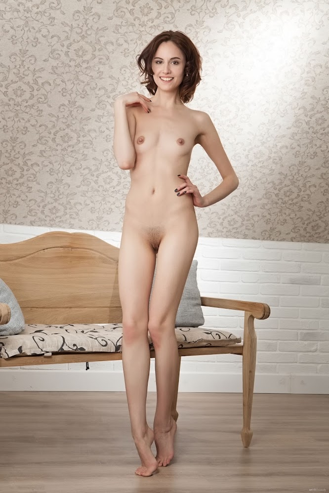 title2:EroticBeauty Sade Mare Posing For You
