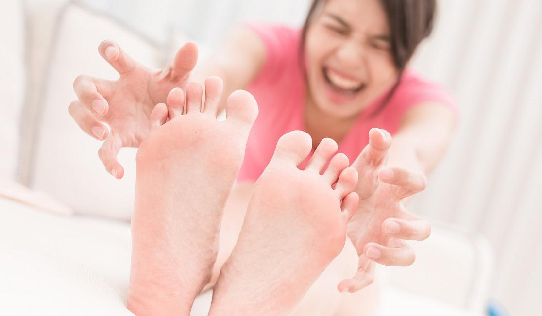 cara alami mengatsai kaki pecah pecah dengan bahan alami