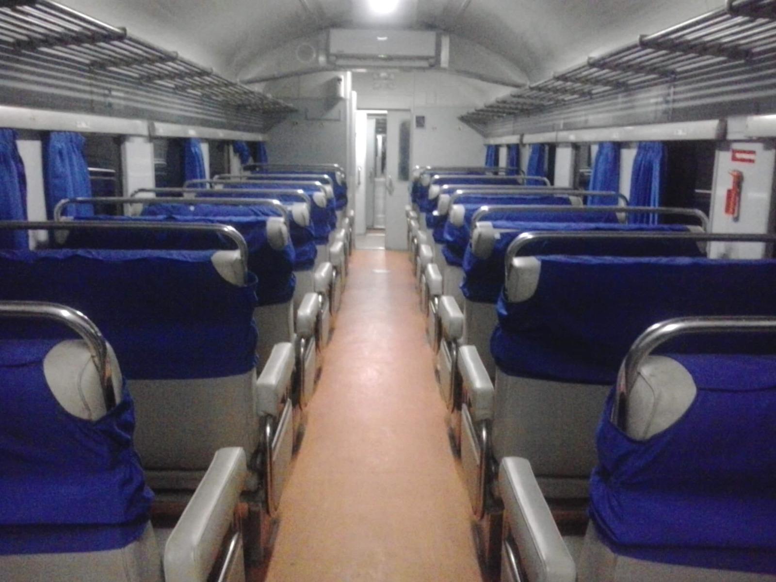 Win Talks Jalan Di Solo Kereta Api Lodaya Ini Kelas Bisnis Ka Malam 81 Masih Sepi Belum Banyak Penumpang Yang Naik Biasanya Akan Penuh Jika Masuk Stasiun Yogyakarta