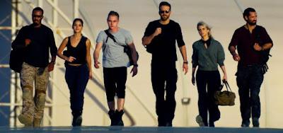 Os heróis de Esquadrão 6: Hawkins (à esq.), Arjona, Hardy, Reynolds, Laurent e Garcia-Rulfo