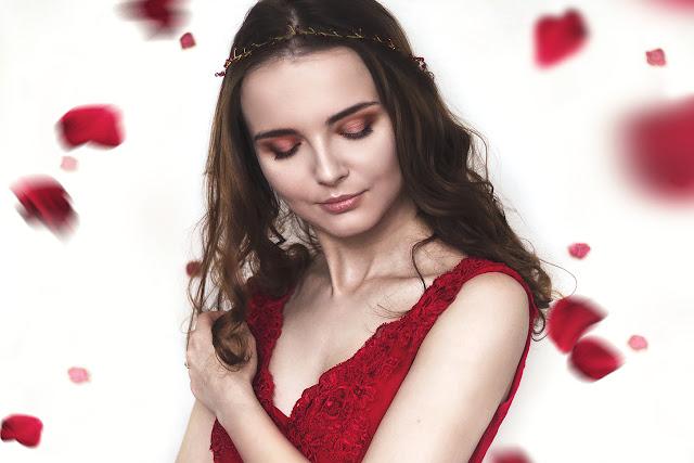 makijaż do czerwonej sukni