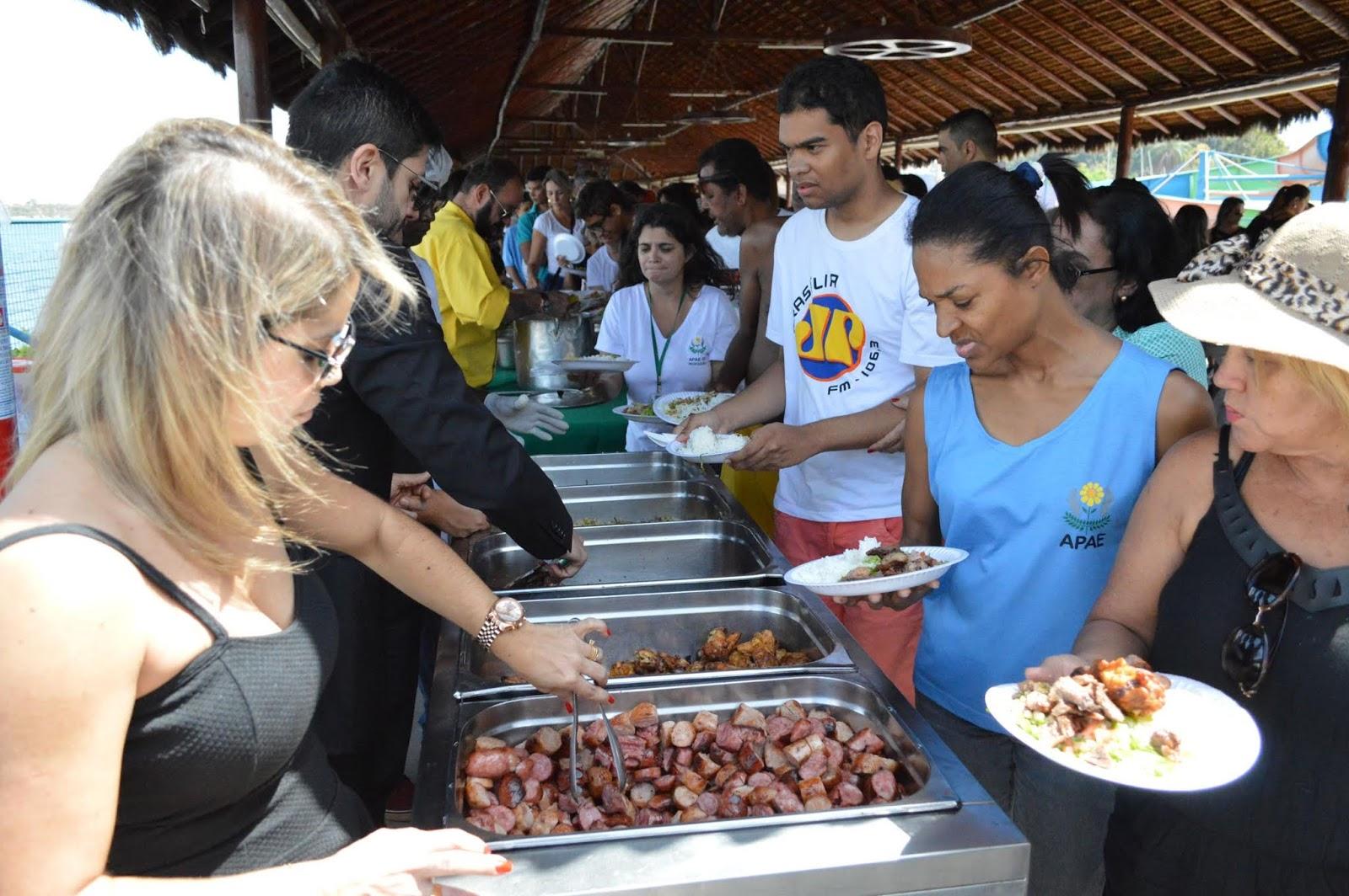 Ação solidária: Chef Dudu Camargo oferece almoço para APAE DF