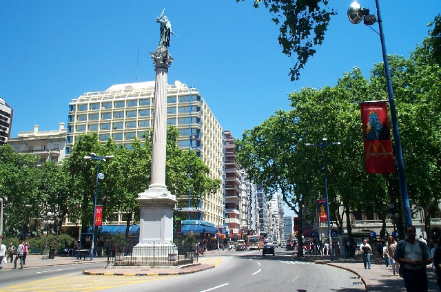 Living in uruguay montevideo hayalci gezgin seyahat for Bar living montevideo
