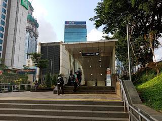 Pintu Masuk menuju Stasiun MRT Dukuh Atas