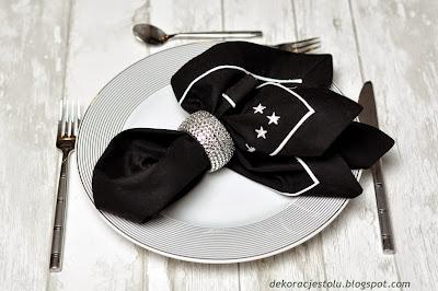 składanie serwetek w dekoracje stołu